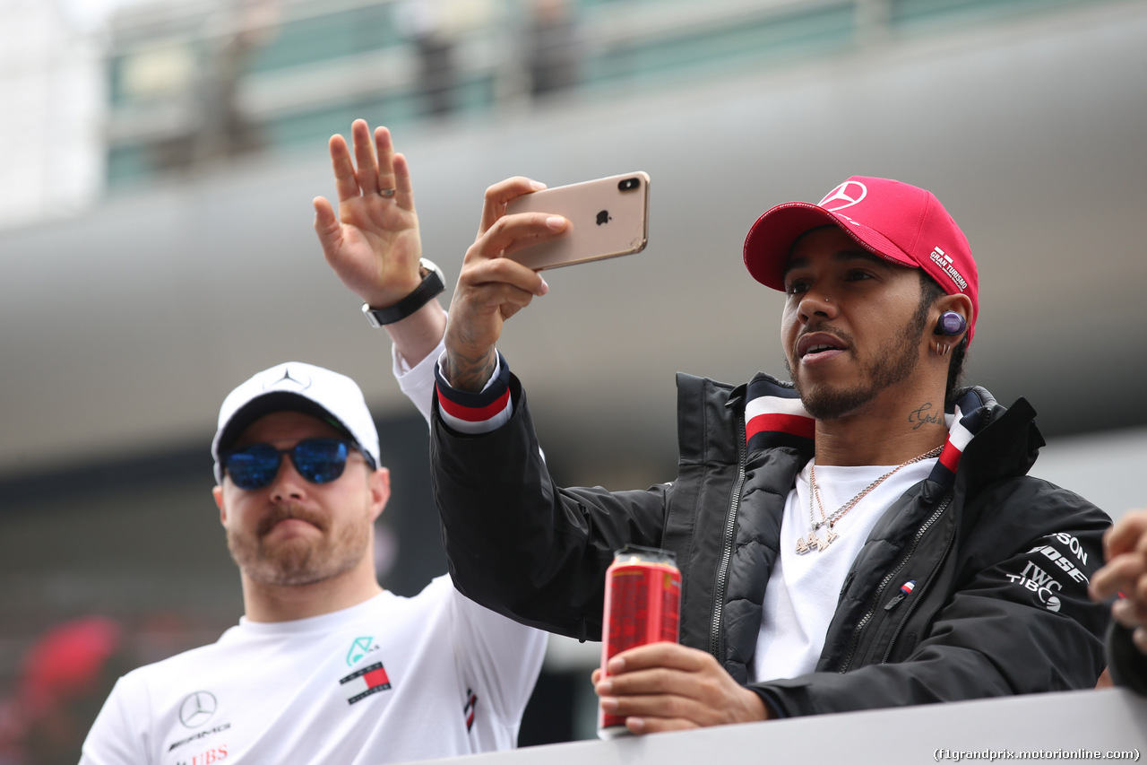 GP CINA, 14.04.2019- driver parade, Lewis Hamilton (GBR) Mercedes AMG F1 W10 EQ Power e Valtteri Bottas (FIN) Mercedes AMG F1 W10 EQ Power