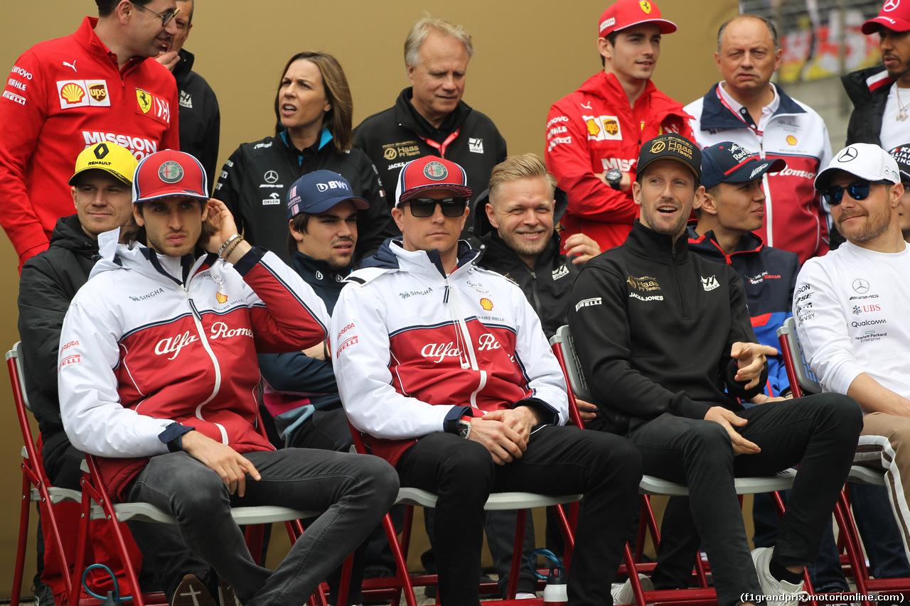 GP CINA, 14.04.2019- driver parade, Kimi Raikkonen (FIN) Alfa Romeo Racing C38 e Antonio Giovinazzi (ITA) Alfa Romeo Racing C38