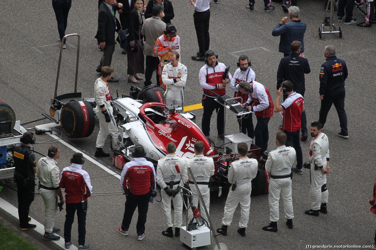 GP CINA, 14.04.2019- partenzaing grid, Kimi Raikkonen (FIN) Alfa Romeo Racing C38