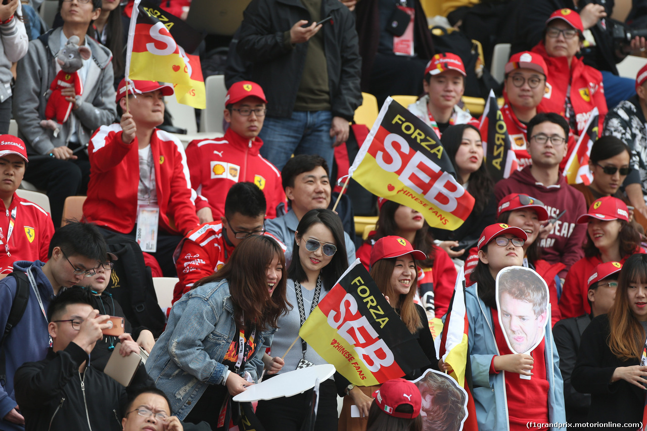 GP CINA, 12.04.2019- Prove Libere 2, Fans on the grandstand