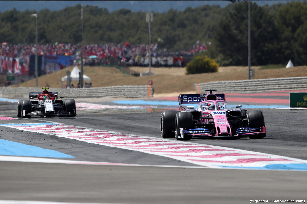 GP FRANCIA, 23.06.2019 - Gara, Sergio Perez (MEX) Racing Point F1 Team RP19 davanti a Antonio Giovinazzi (ITA) Alfa Romeo Racing C38