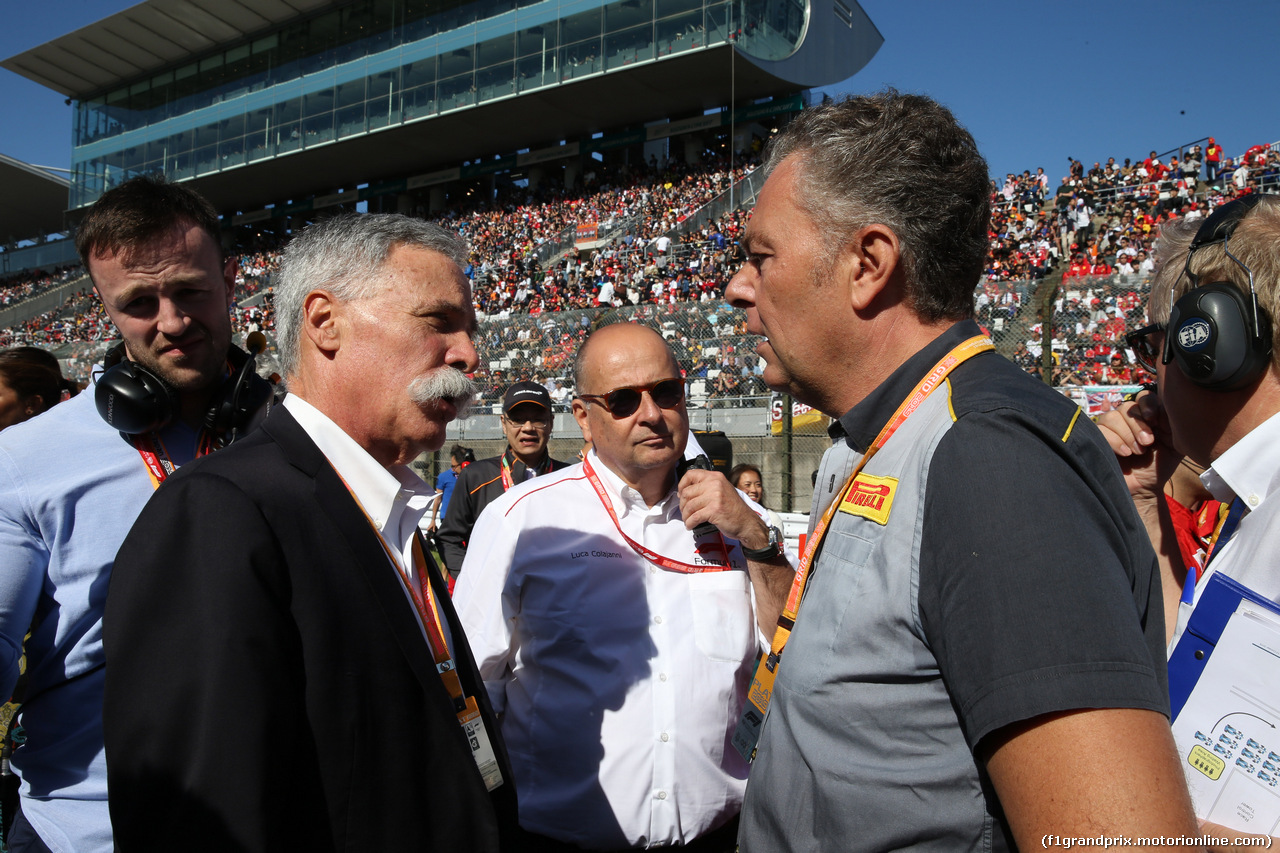 GP GIAPPONE, 13.10.2019- partenzaing grid, Mario Isola (ITA), Sporting Director Pirelli e Chase Carey (US), Liberty Media