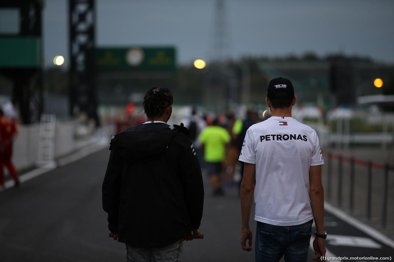 GP GIAPPONE, 11.10.2019- Lewis Hamilton (GBR) Mercedes AMG F1 W10 EQ Power e Esteban Ocon (FRA) Mercedess AMG f1 Deserve driver