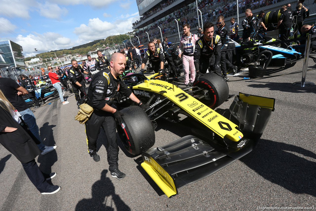 GP RUSSIA, 29.09.2019- grid Daniel Ricciardo (AUS) Renault Sport F1 Team RS19