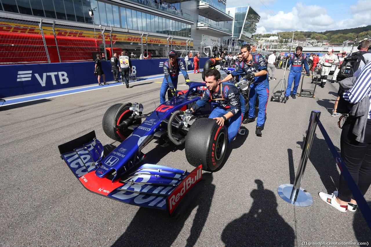 GP RUSSIA, 29.09.2019- grid, Pierre Gasly (FRA) Scuderia Toro Rosso STR14