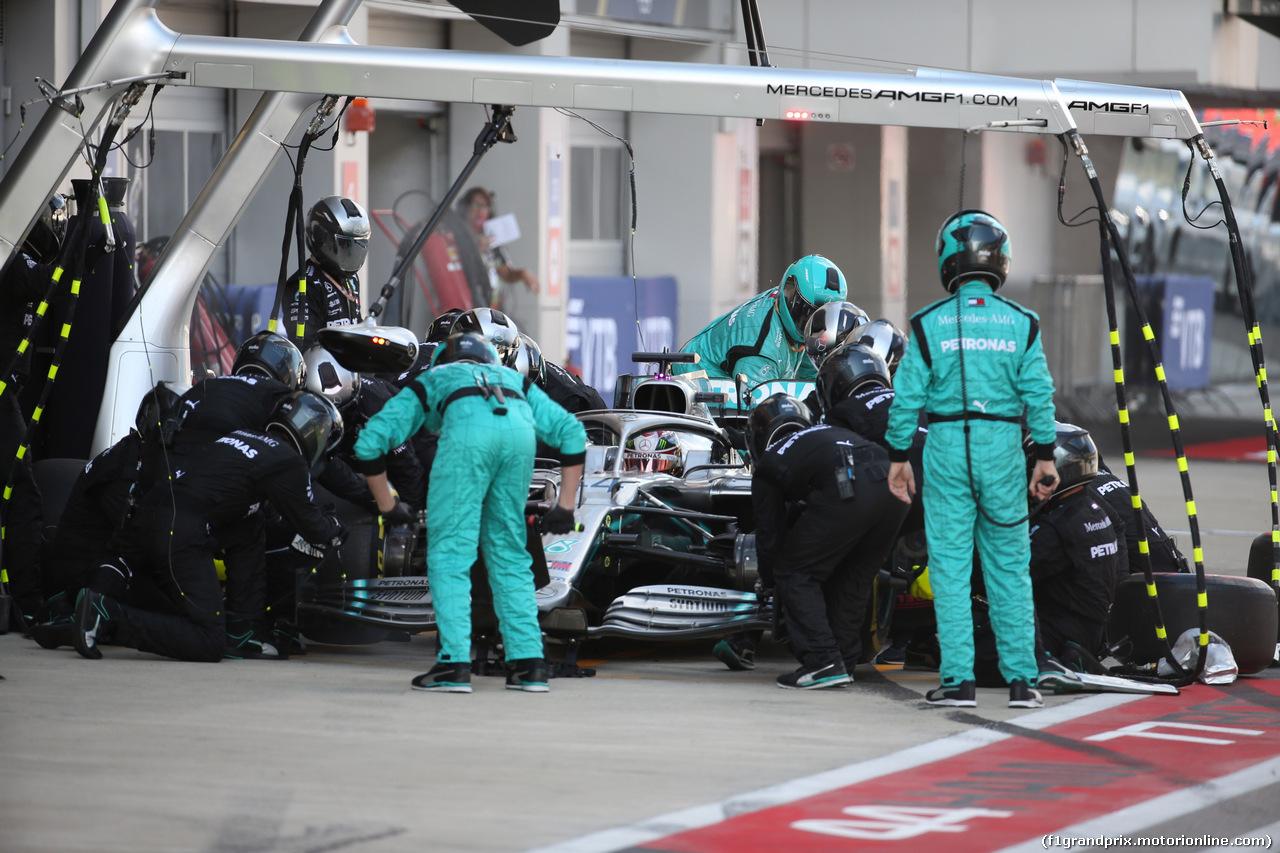 GP RUSSIA, 29.09.2019- Gara, Lewis Hamilton (GBR) Mercedes AMG F1 W10 EQ Power during pit stop