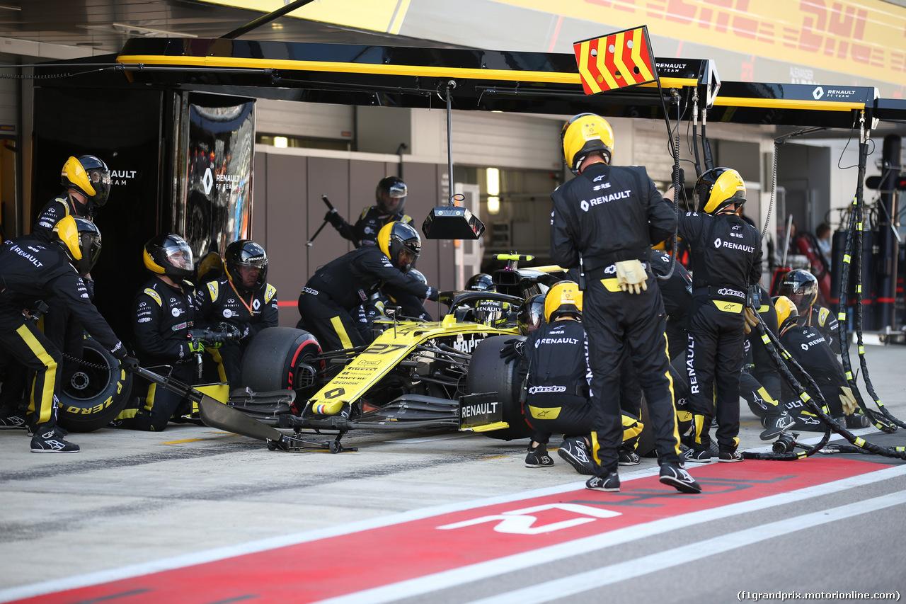 GP RUSSIA, 29.09.2019- Gara, Nico Hulkenberg (GER) Renault Sport F1 Team RS19 during pit stop
