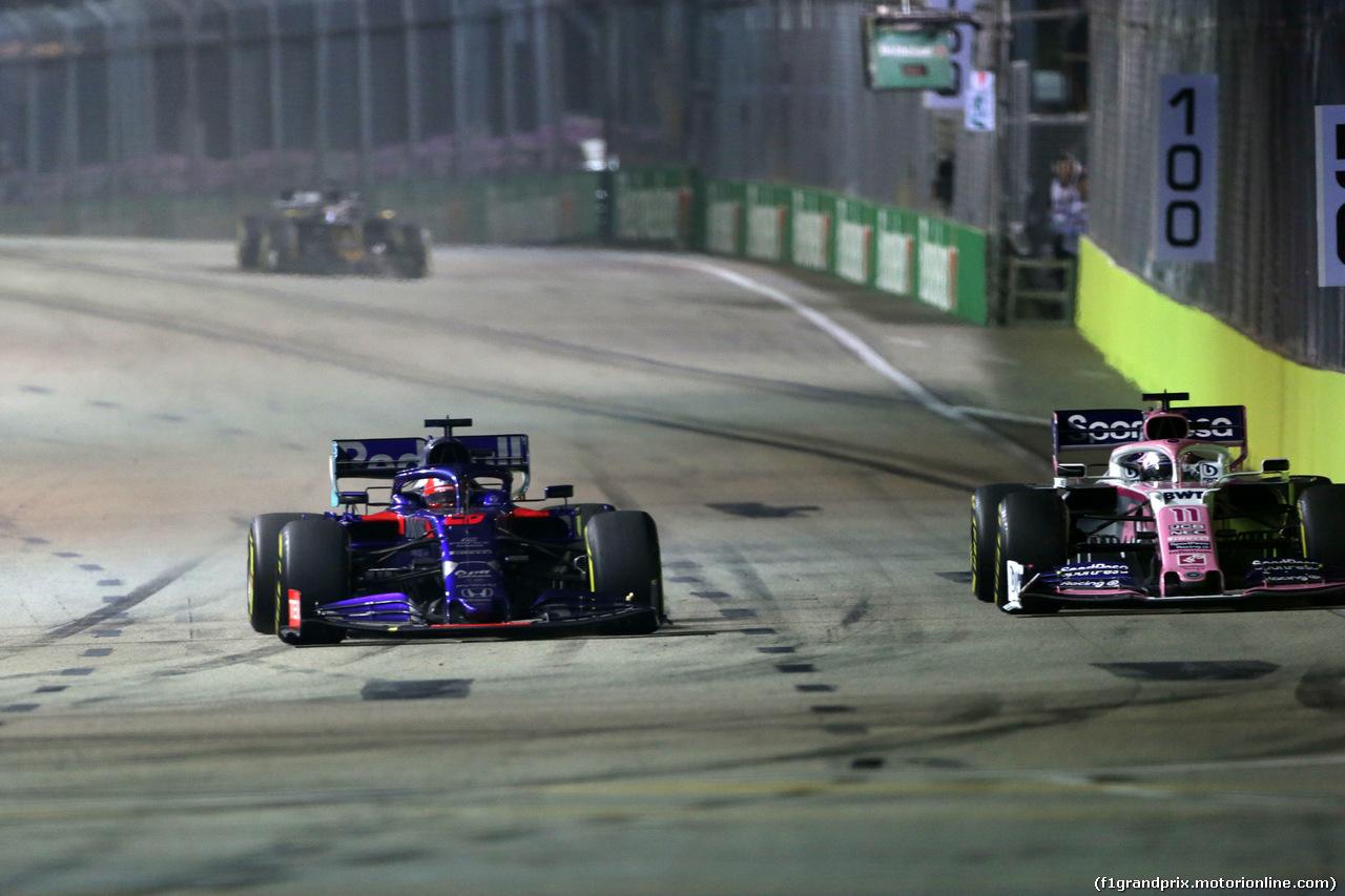 GP SINGAPORE, 22.09.2019 - Gara, Daniil Kvyat (RUS) Scuderia Toro Rosso STR14 e Sergio Perez (MEX) Racing Point F1 Team RP19