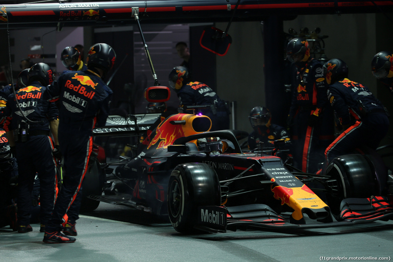 GP SINGAPORE, 22.09.2019 - Gara, Pit stop, Max Verstappen (NED) Red Bull Racing RB15