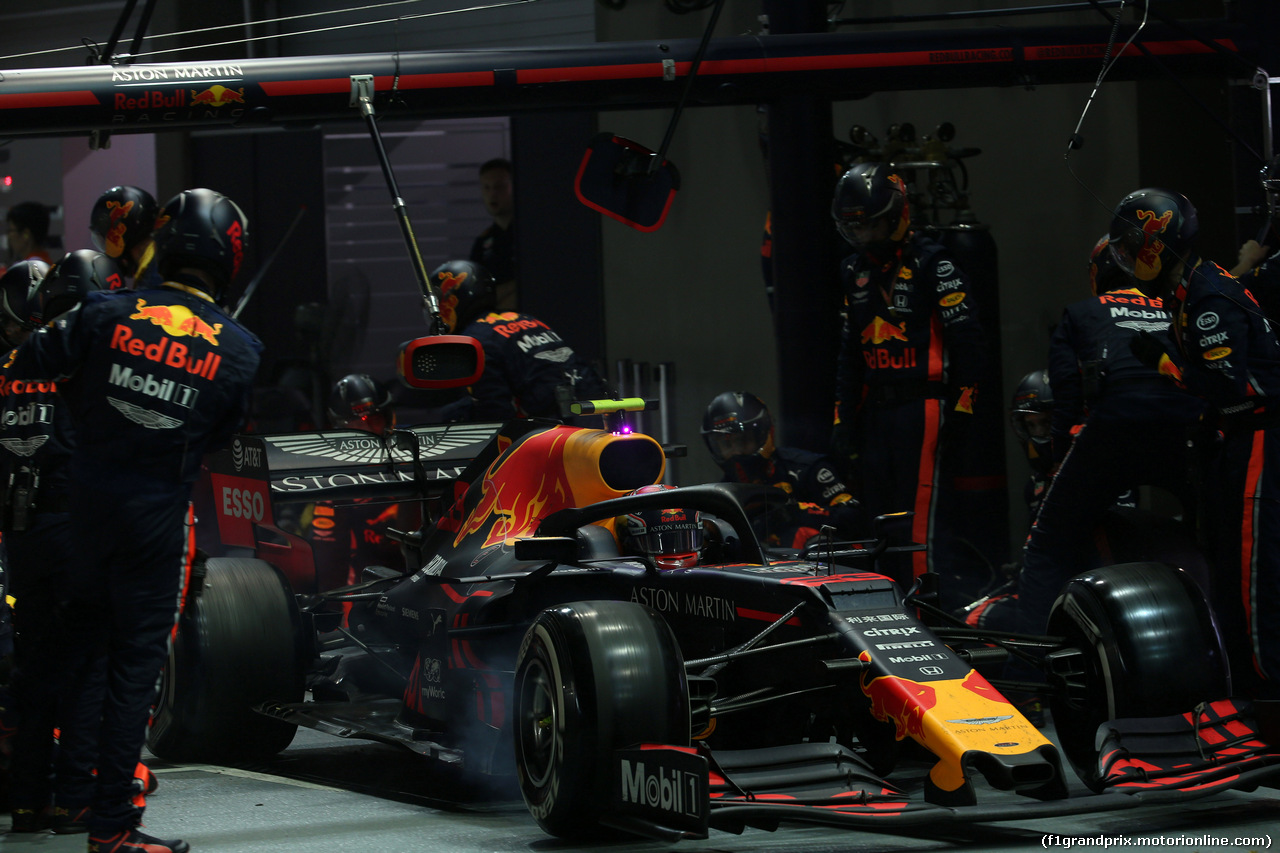 GP SINGAPORE, 22.09.2019 - Gara, Pit stop, Alexander Albon (THA) Red Bull Racing RB15