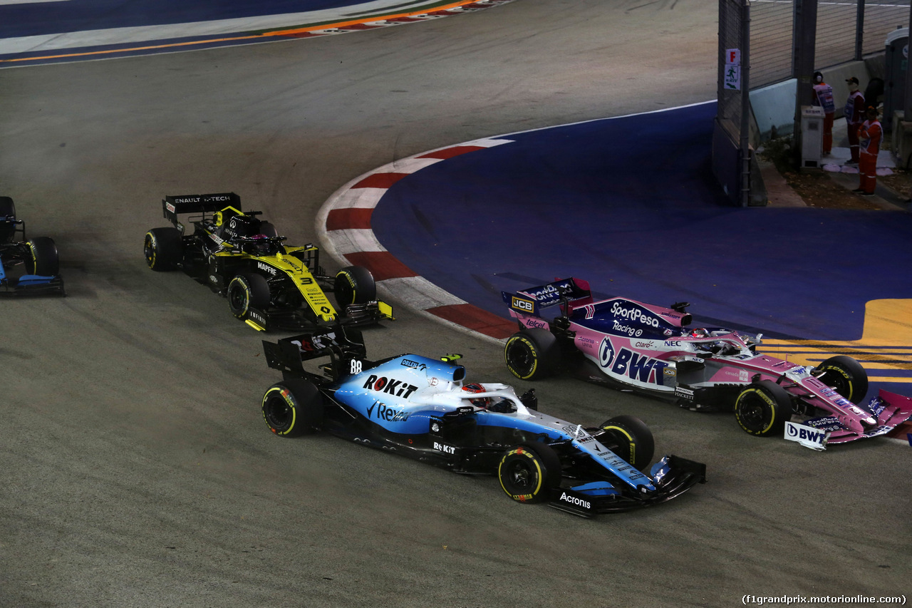 GP SINGAPORE, 22.09.2019 - Gara, Robert Kubica (POL) Williams Racing FW42 e Sergio Perez (MEX) Racing Point F1 Team RP19