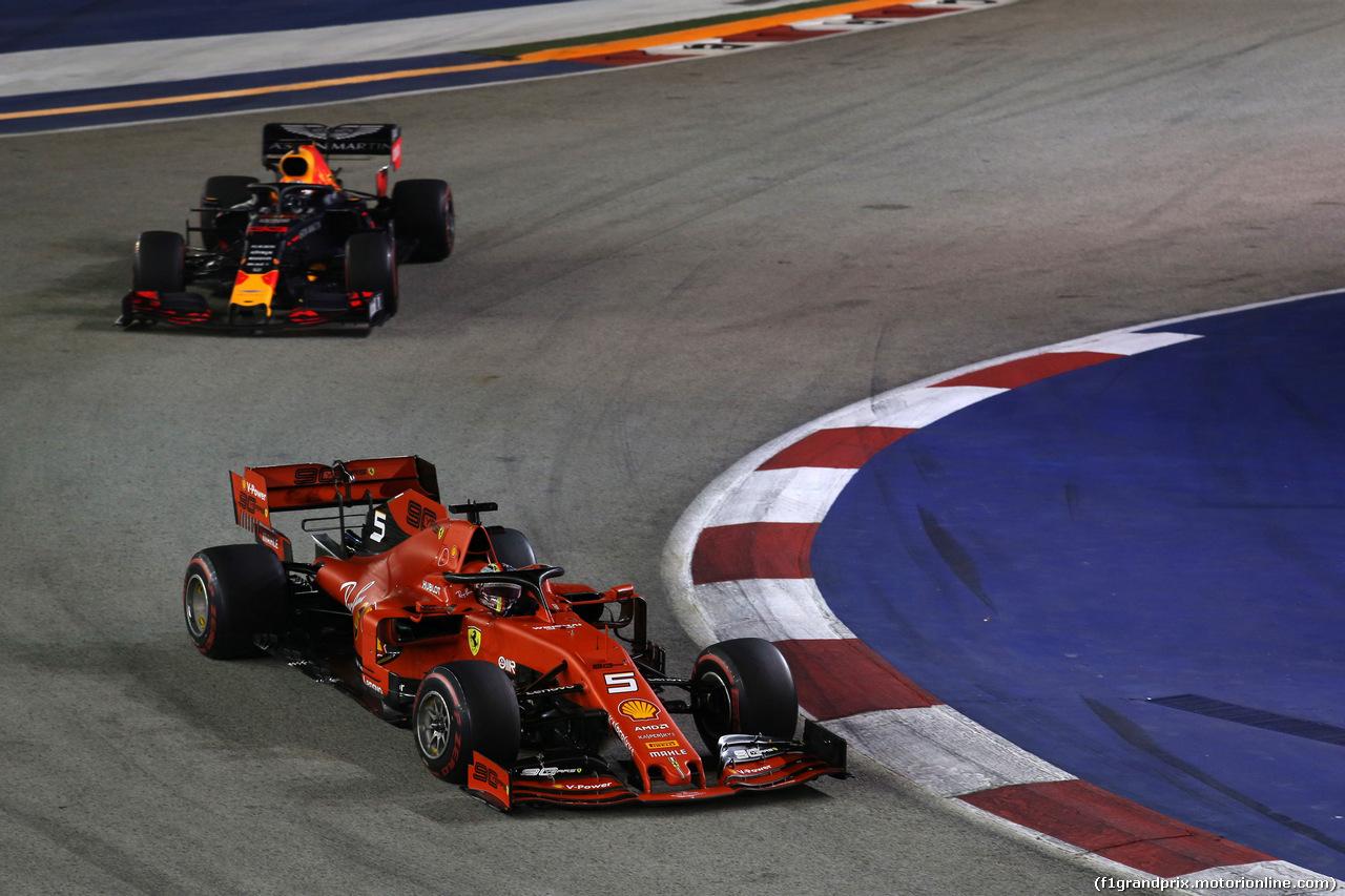 GP SINGAPORE, 22.09.2019 - Gara, Sebastian Vettel (GER) Ferrari SF90 e Max Verstappen (NED) Red Bull Racing RB15