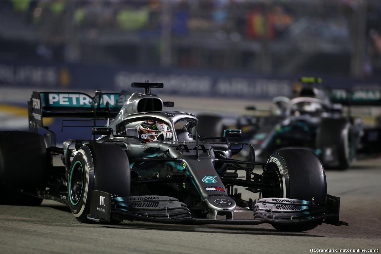 GP SINGAPORE, 22.09.2019 - Gara, Lewis Hamilton (GBR) Mercedes AMG F1 W10 e Valtteri Bottas (FIN) Mercedes AMG F1 W010