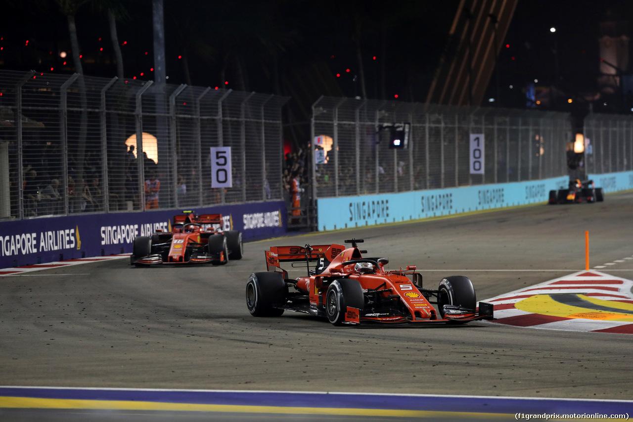 GP SINGAPORE, 22.09.2019 - Gara, Sebastian Vettel (GER) Ferrari SF90 davanti a Charles Leclerc (MON) Ferrari SF90