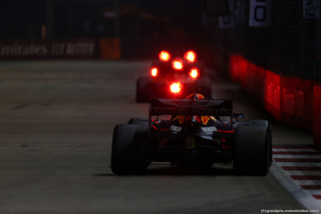 GP SINGAPORE, 22.09.2019 - Gara, Charles Leclerc (MON) Ferrari SF90 e Max Verstappen (NED) Red Bull Racing RB15