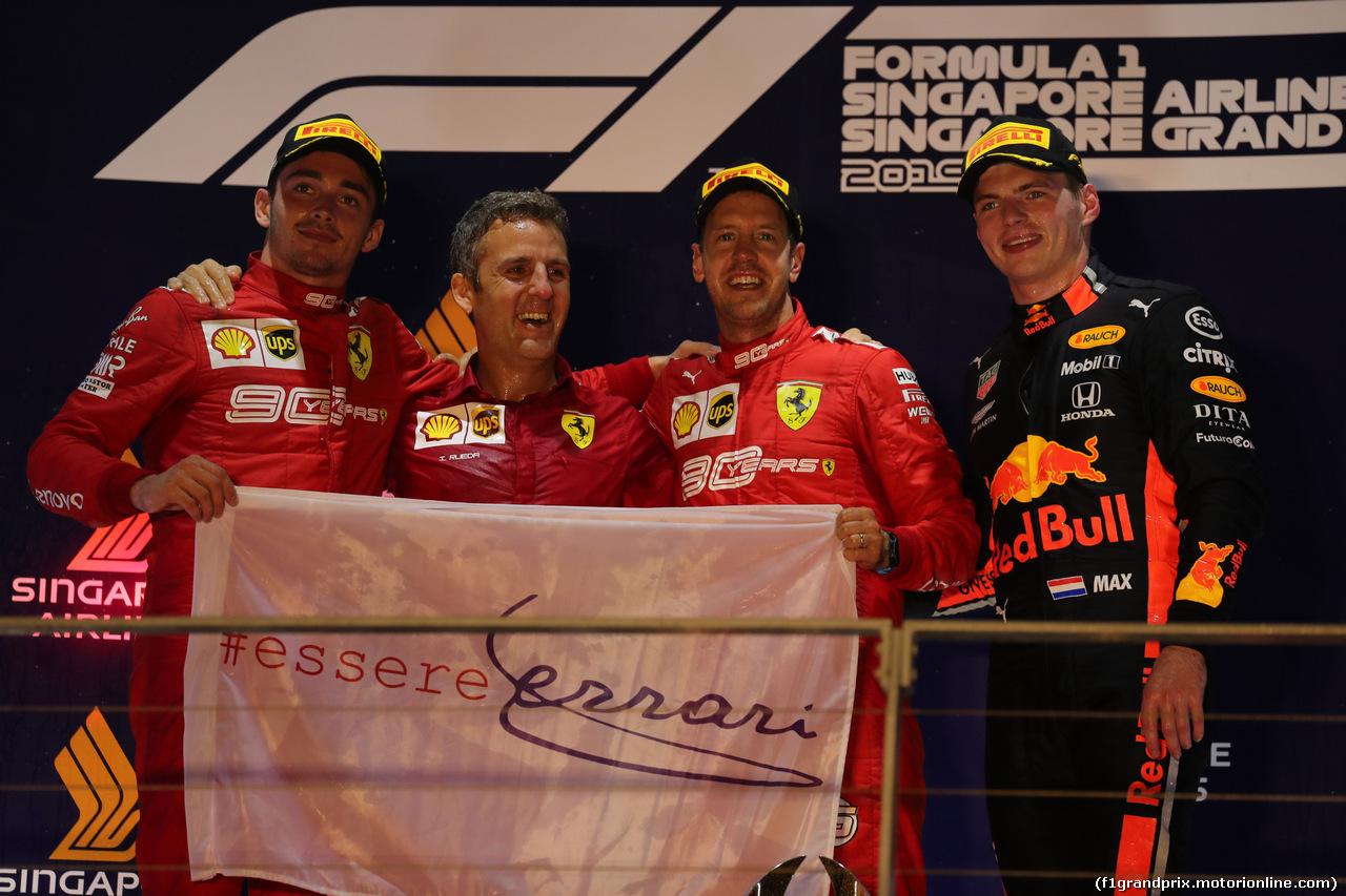 GP SINGAPORE, 22.09.2019 - Gara, 2nd place Charles Leclerc (MON) Ferrari SF90, Iñaki Rueda (ESP) Ferrari Strategy e Sebastian Vettel (GER) Ferrari SF90 vincitore with 3rd place Max Verstappen (NED) Red Bull Racing RB15