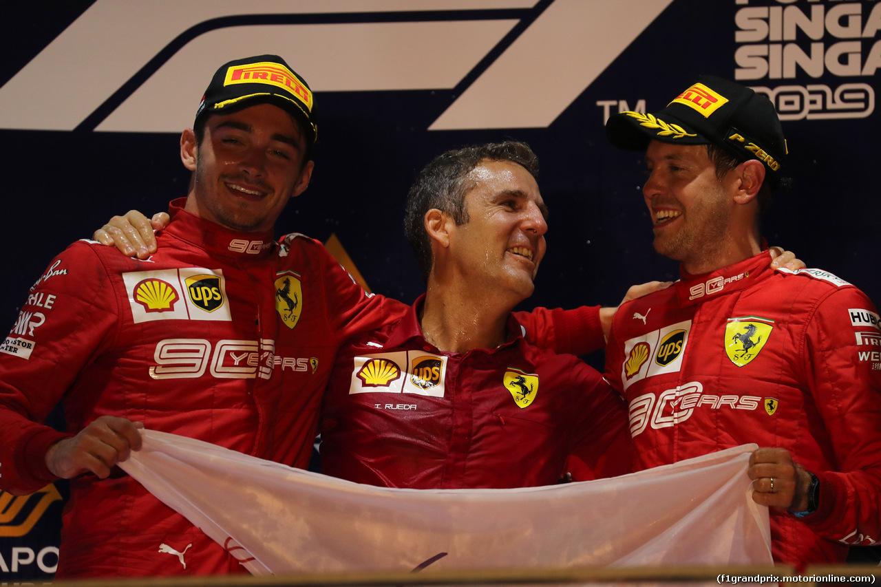 GP SINGAPORE, 22.09.2019 - Gara, 2nd place Charles Leclerc (MON) Ferrari SF90, Iñaki Rueda (ESP) Ferrari Strategy e Sebastian Vettel (GER) Ferrari SF90 vincitore