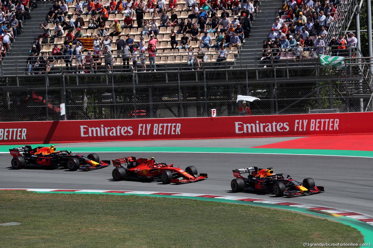 GP SPAGNA, 12.05.2019 - Gara, Max Verstappen (NED) Red Bull Racing RB15 davanti a Charles Leclerc (MON) Ferrari SF90