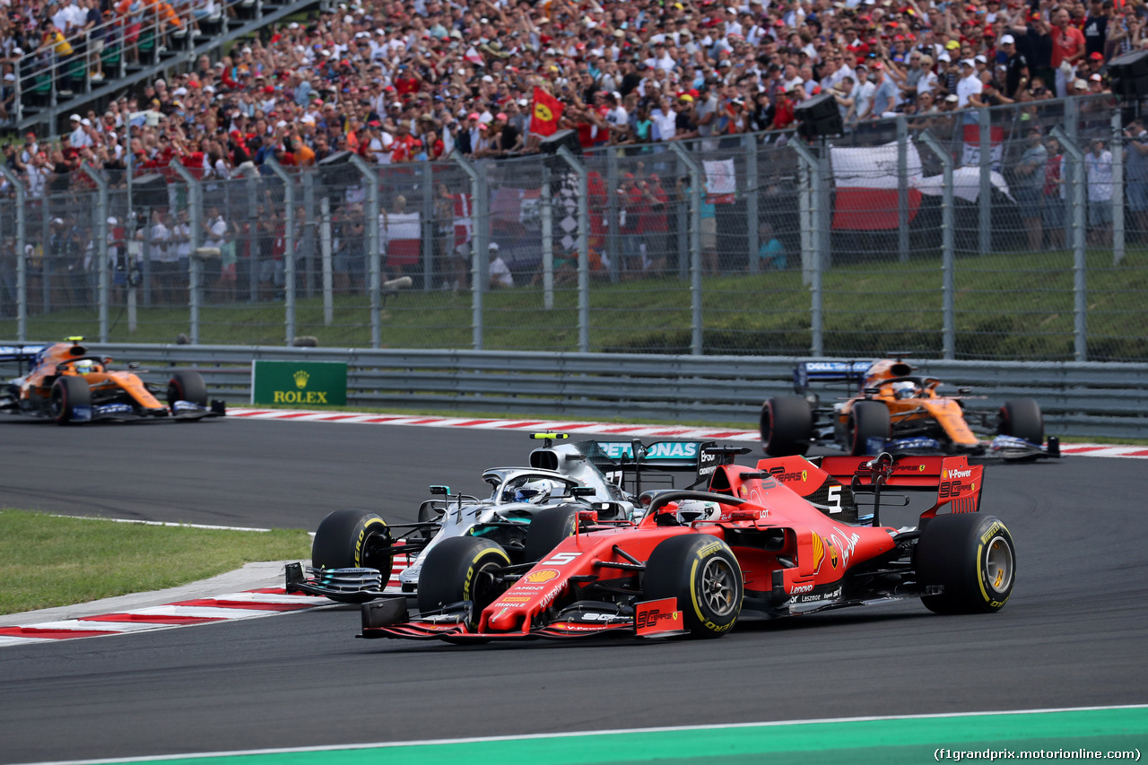GP UNGHERIA, 04.08.2019 - Gara, Valtteri Bottas (FIN) Mercedes AMG F1 W010 e Sebastian Vettel (GER) Ferrari SF90