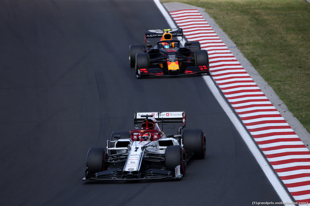 GP UNGHERIA, 04.08.2019 - Gara, Kimi Raikkonen (FIN) Alfa Romeo Racing C38 e Pierre Gasly (FRA) Red Bull Racing RB15