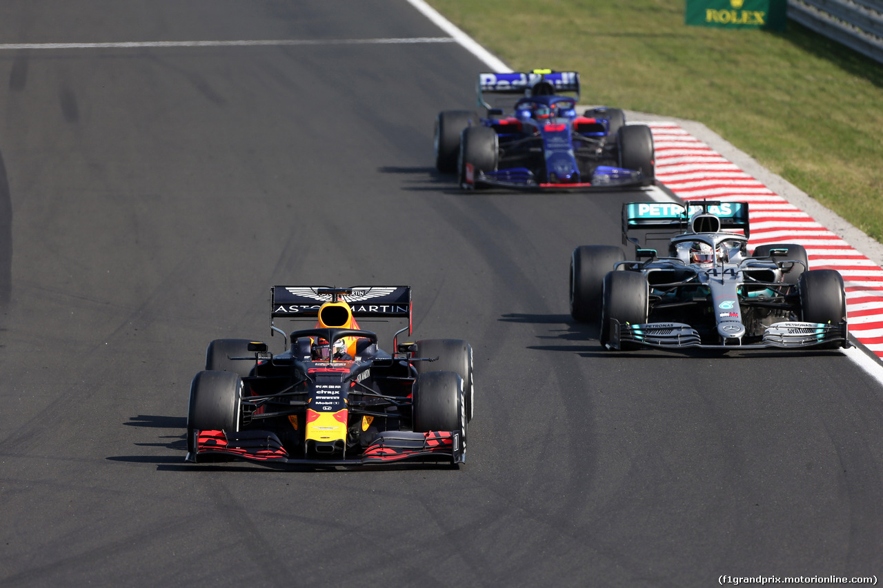 GP UNGHERIA, 04.08.2019 - Gara, Max Verstappen (NED) Red Bull Racing RB15 e Lewis Hamilton (GBR) Mercedes AMG F1 W10