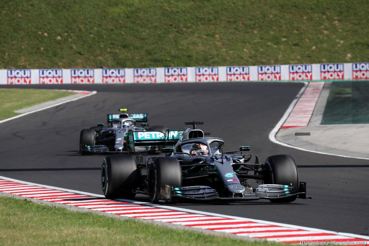 GP UNGHERIA, 04.08.2019 - Gara, Lewis Hamilton (GBR) Mercedes AMG F1 W10 davanti a Valtteri Bottas (FIN) Mercedes AMG F1 W010