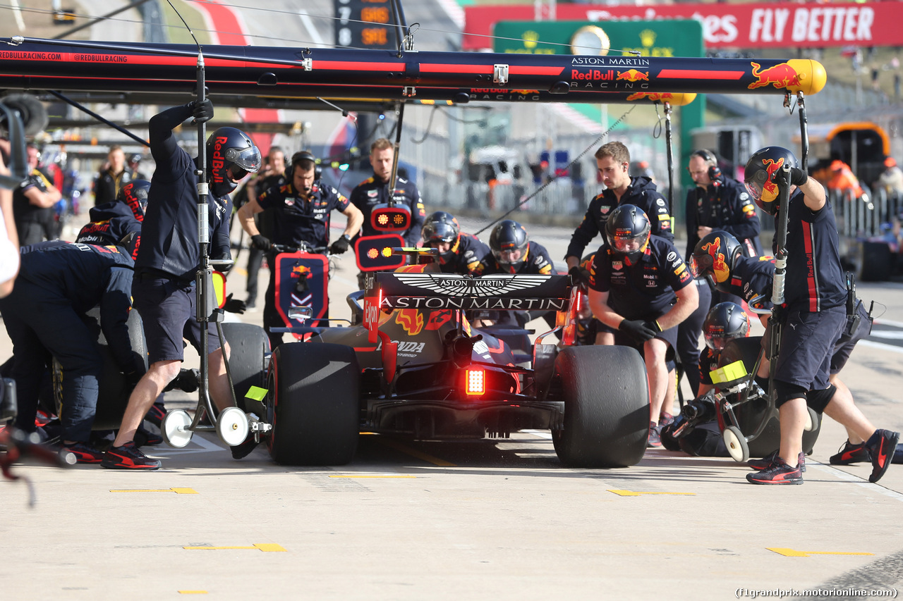 GP USA, 01.11.2019- Free practice 2, Alexader Albon (THA) Redbull Racing RB15