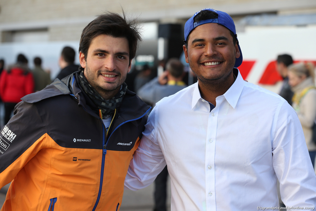 GP USA, 01.11.2019- Carlos Sainz Jr (ESP) Mclaren F1 Team MCL34 with Sebastian Munoz PGA golf pro
