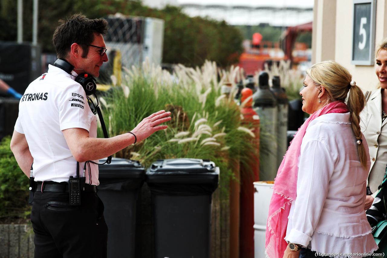 TEST F1 BAHRAIN 2 APRILE, (L to R): Peter Bonnington (GBR) Mercedes AMG F1 Gara Engineer with Corinna Schumacher (GER). 02.04.2019.