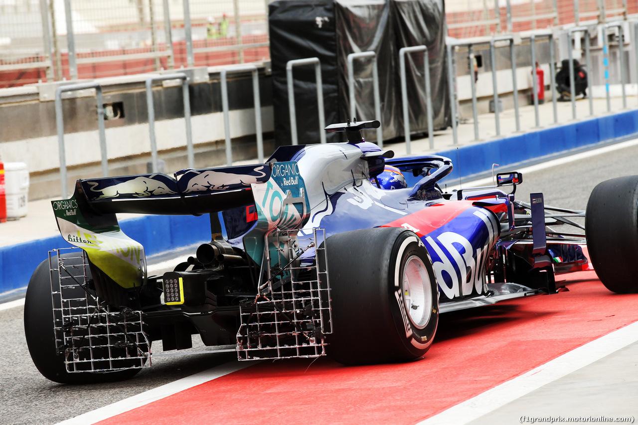 TEST F1 BAHRAIN 2 APRILE, Alexander Albon (THA) Scuderia Toro Rosso STR14 rear wing sensor equipment. 02.04.2019.