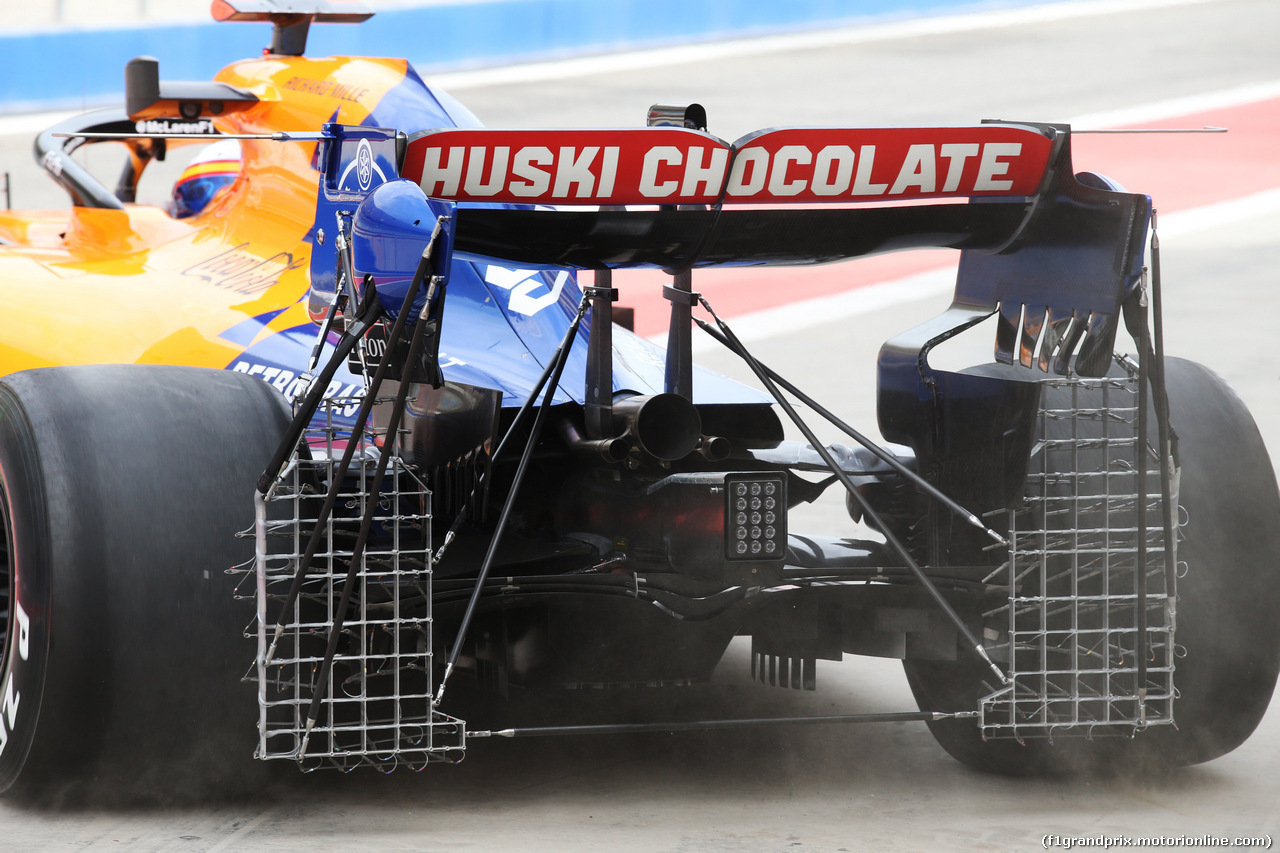 TEST F1 BAHRAIN 2 APRILE, Carlos Sainz Jr (ESP) McLaren MCL34 - rear wing. 02.04.2019.