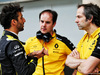 TEST F1 BAHRAIN 2 APRILE, (L to R): Daniel Ricciardo (AUS) Renault F1 Team with Karel Loos (BEL) Renault F1 Team Gara Engineer e Ciaron Pilbeam (GBR) Renault F1 Team Chief Gara Engineer. 02.04.2019.