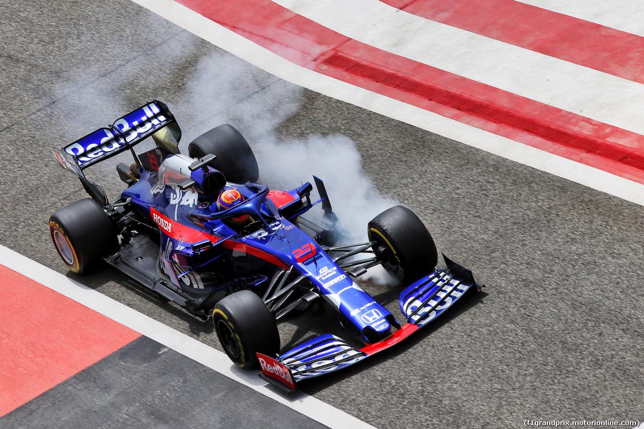 TEST F1 BAHRAIN 3 APRILE, Alexander Albon (THA) Scuderia Toro Rosso STR14 locks up under braking. 03.04.2019.