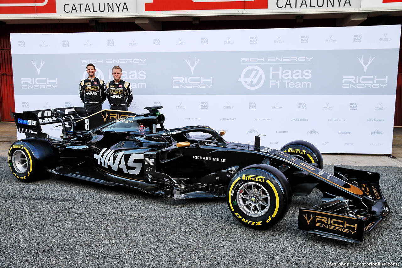 TEST F1 BARCELLONA 18 FEBBRAIO, (L to R): Romain Grosjean (FRA) Haas F1 Team e Kevin Magnussen (DEN) Haas F1 Team unveil the Haas VF-19. 18.02.2019. Formula One Testing, Day One, Barcelona, Spain. Monday. - www.xpbimages.com, EMail: requests@xpbimages.com - copy of publication required for printed pictures. Every used picture is fee-liable. © Copyright: Batchelor / XPB Images