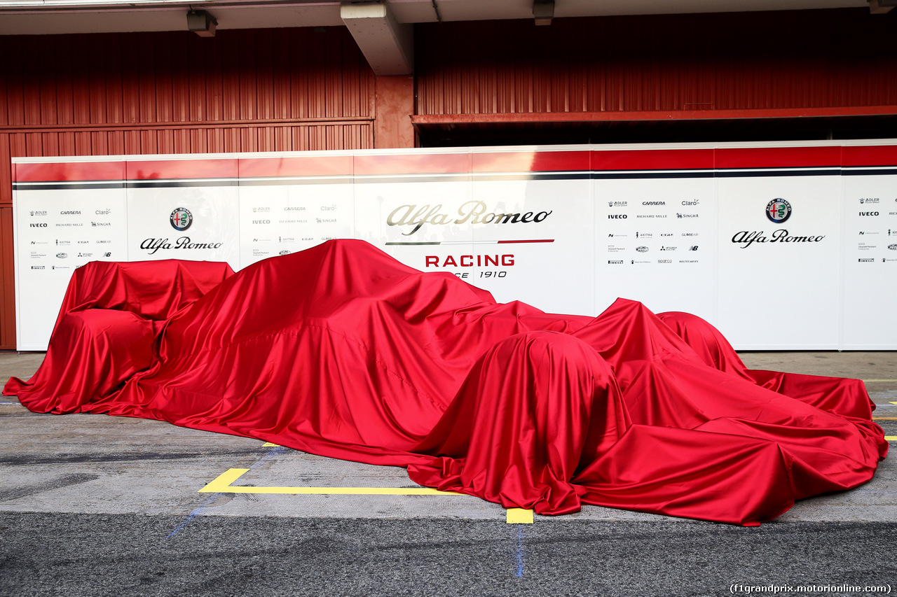 TEST F1 BARCELLONA 18 FEBBRAIO, The new Alfa Romeo Racing car under wraps. 18.02.2019.