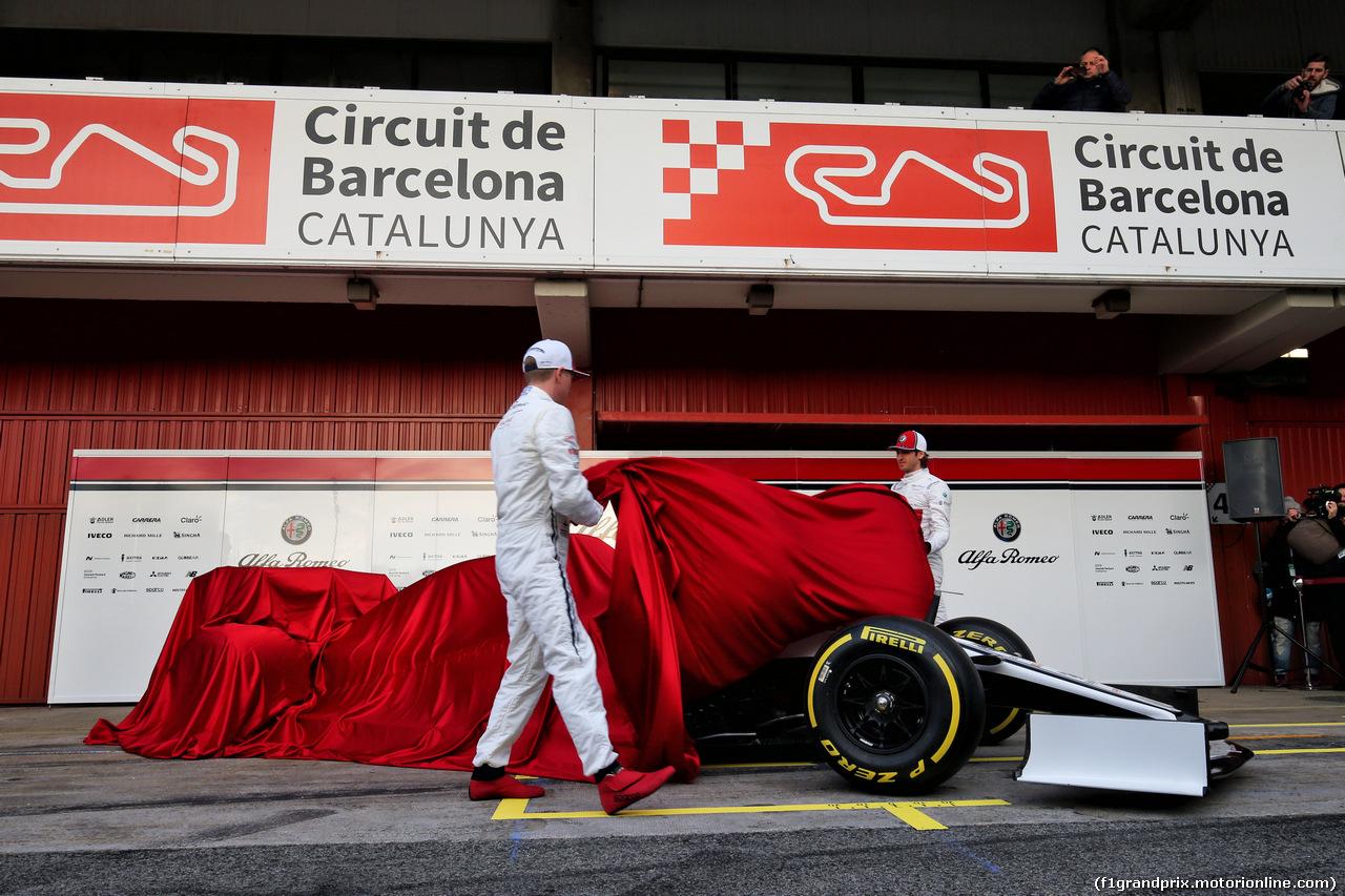 TEST F1 BARCELLONA 18 FEBBRAIO, (L to R): Kimi Raikkonen (FIN) Alfa Romeo Racing with team mate Antonio Giovinazzi (ITA) Alfa Romeo Racing. 18.02.2019.
