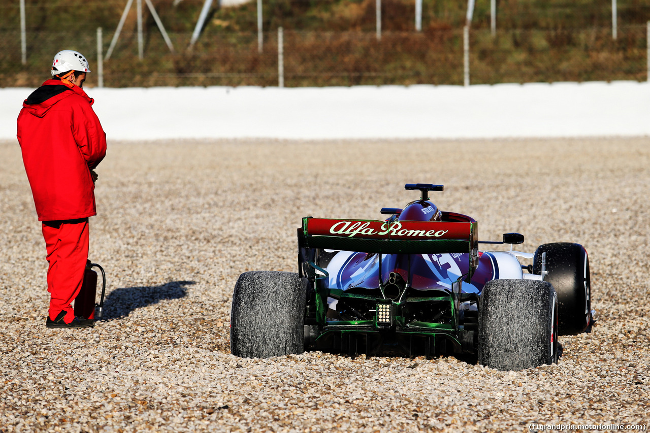 TEST F1 BARCELLONA 18 FEBBRAIO, The Alfa Romeo Racing C38 of Kimi Raikkonen (FIN) Alfa Romeo Racing in the gravel trap. 18.02.2019.