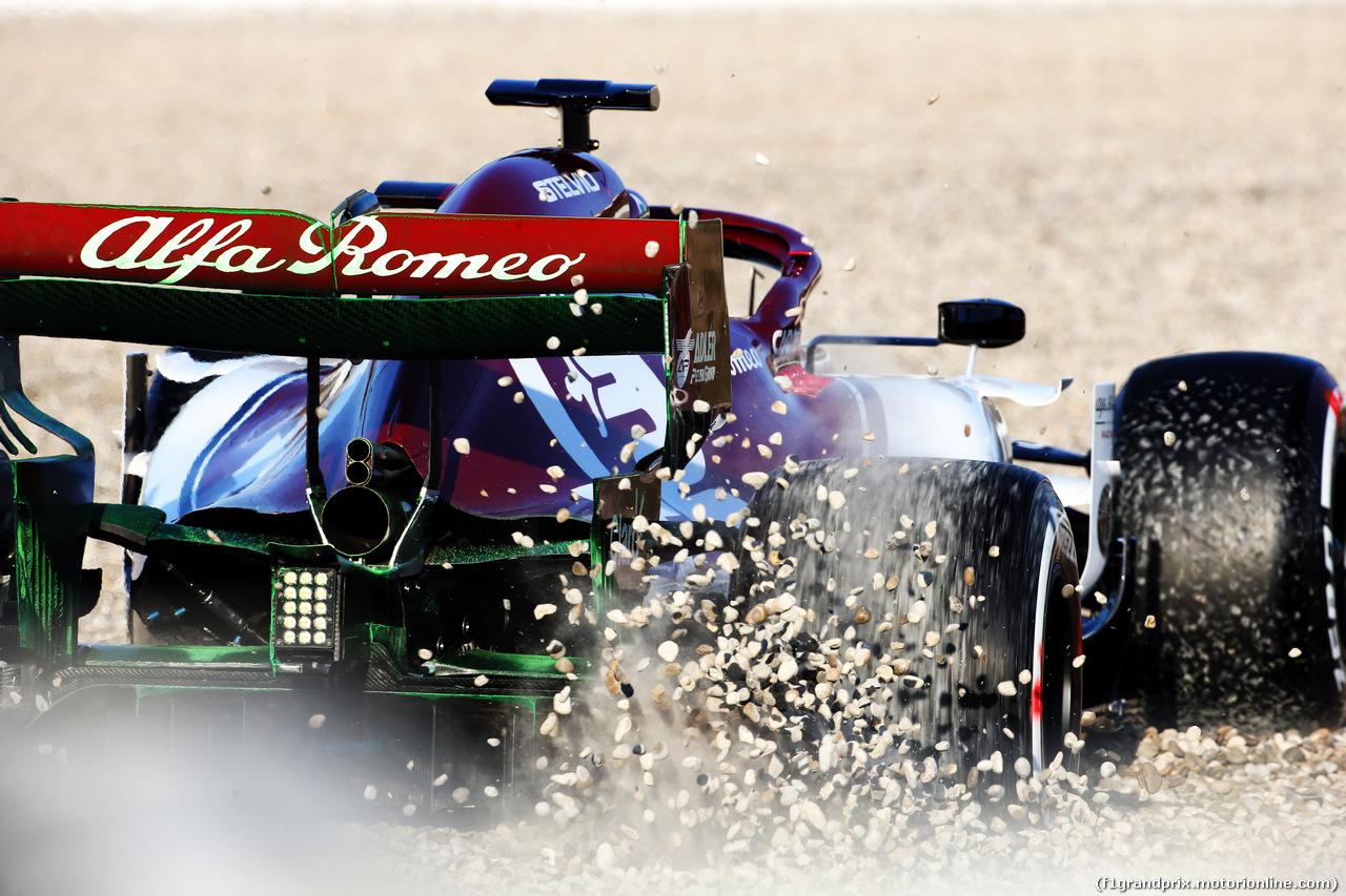 TEST F1 BARCELLONA 18 FEBBRAIO, Kimi Raikkonen (FIN) Alfa Romeo Racing C38 in the gravel trap. 18.02.2019.