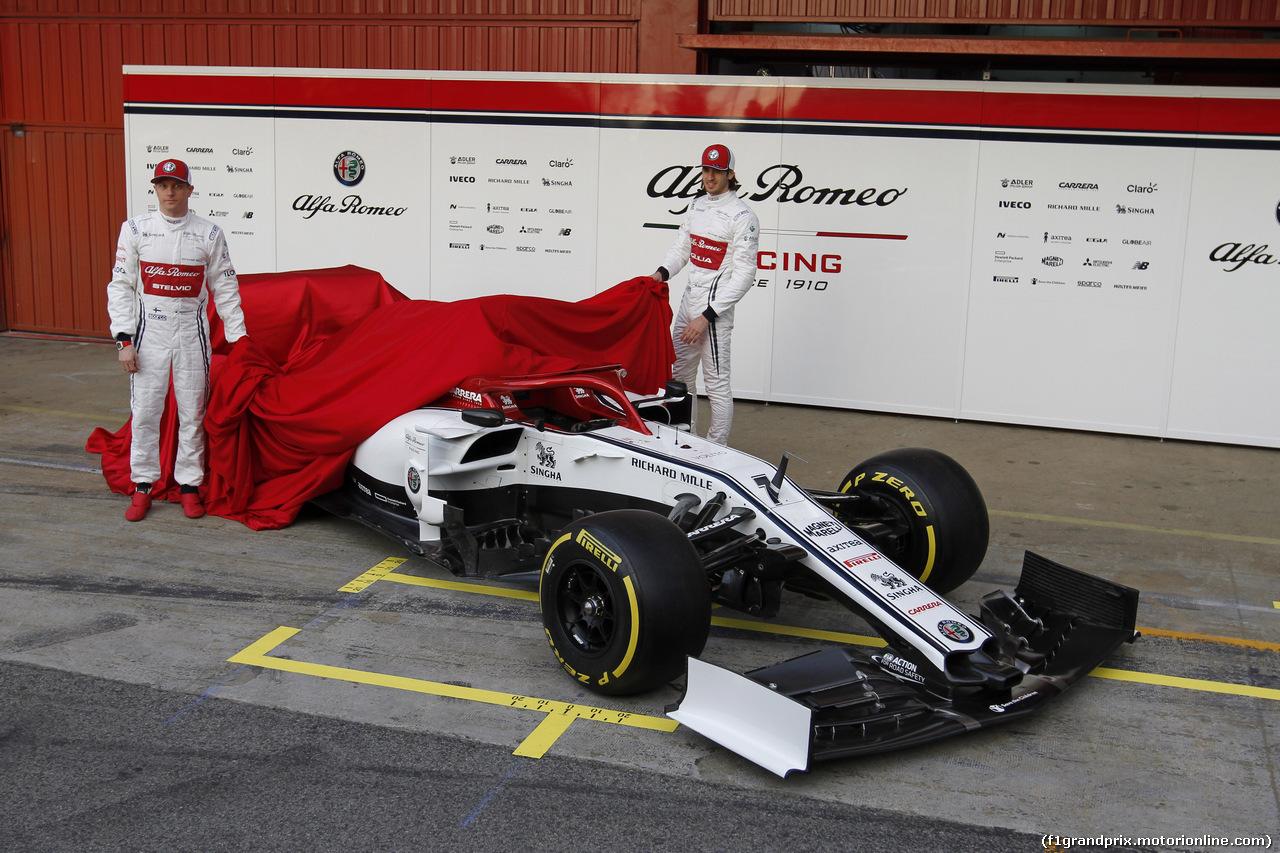 TEST F1 BARCELLONA 18 FEBBRAIO, (L to R): Kimi Raikkonen (FIN) Alfa Romeo Racing with Antonio Giovinazzi (ITA) Alfa Romeo Racing. 18.02.2019.