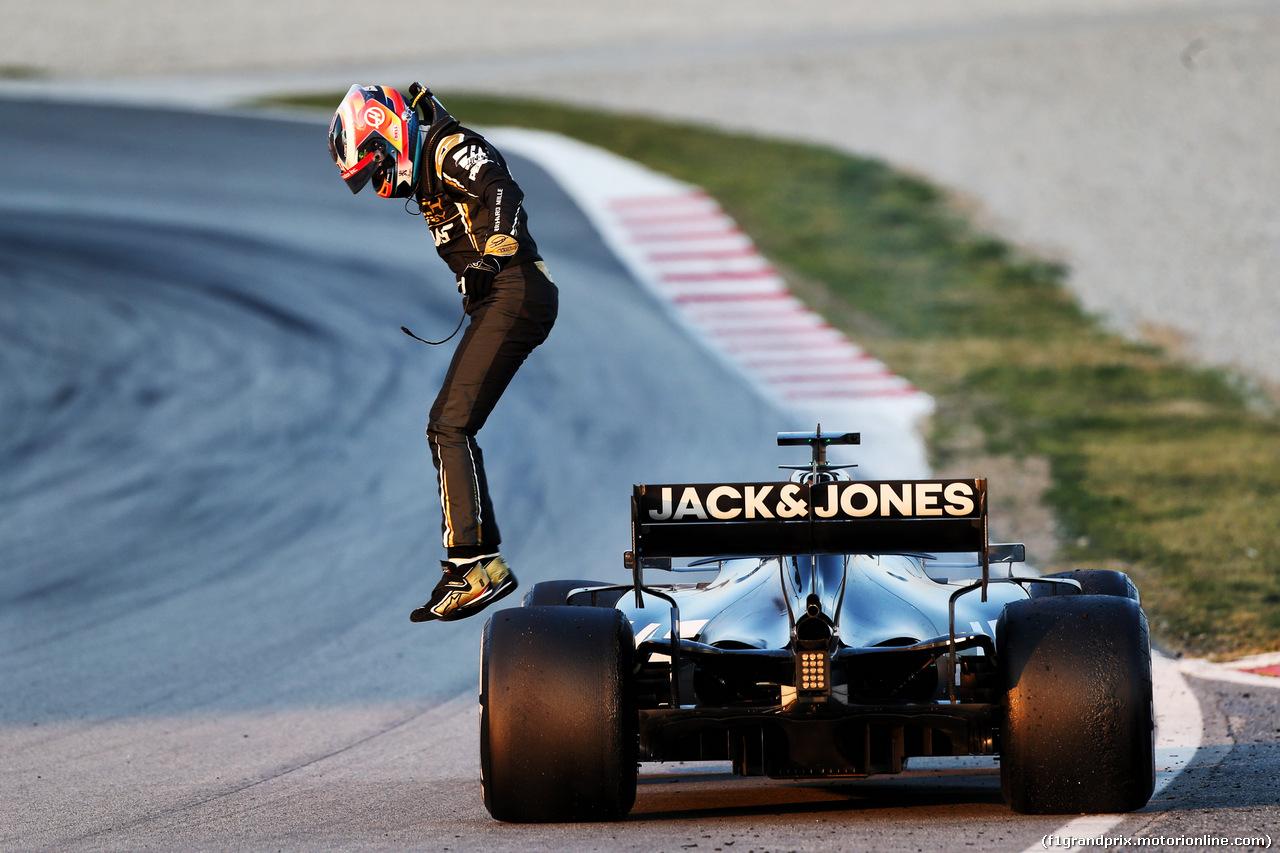 TEST F1 BARCELLONA 20 FEBBRAIO, Romain Grosjean (FRA) Haas F1 Team VF-19 stopped on the circuit. 20.02.2019.