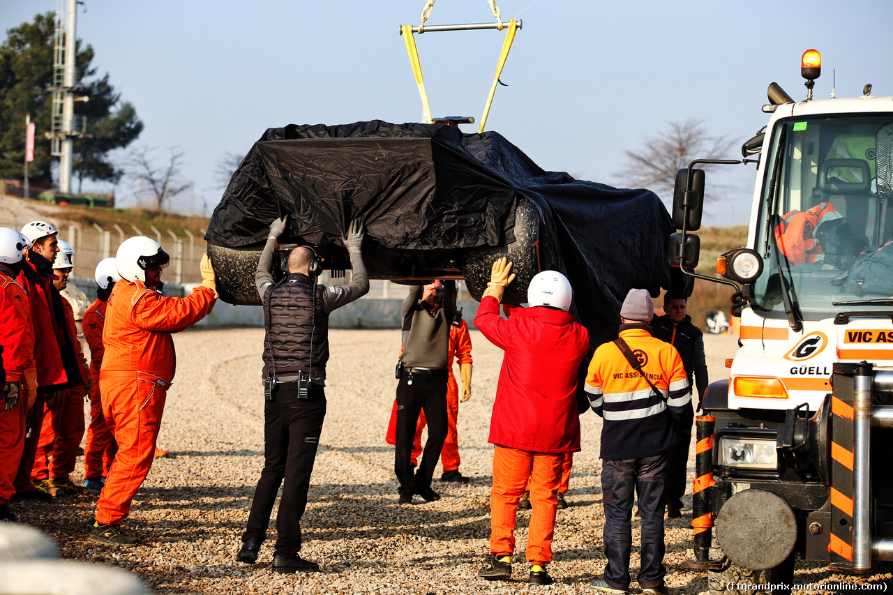 TEST F1 BARCELLONA 21 FEBBRAIO, The McLaren MCL34 of Lando Norris (GBR) McLaren MCL34 is recovered back to the pits on the back of a truck. 21.02.2019.