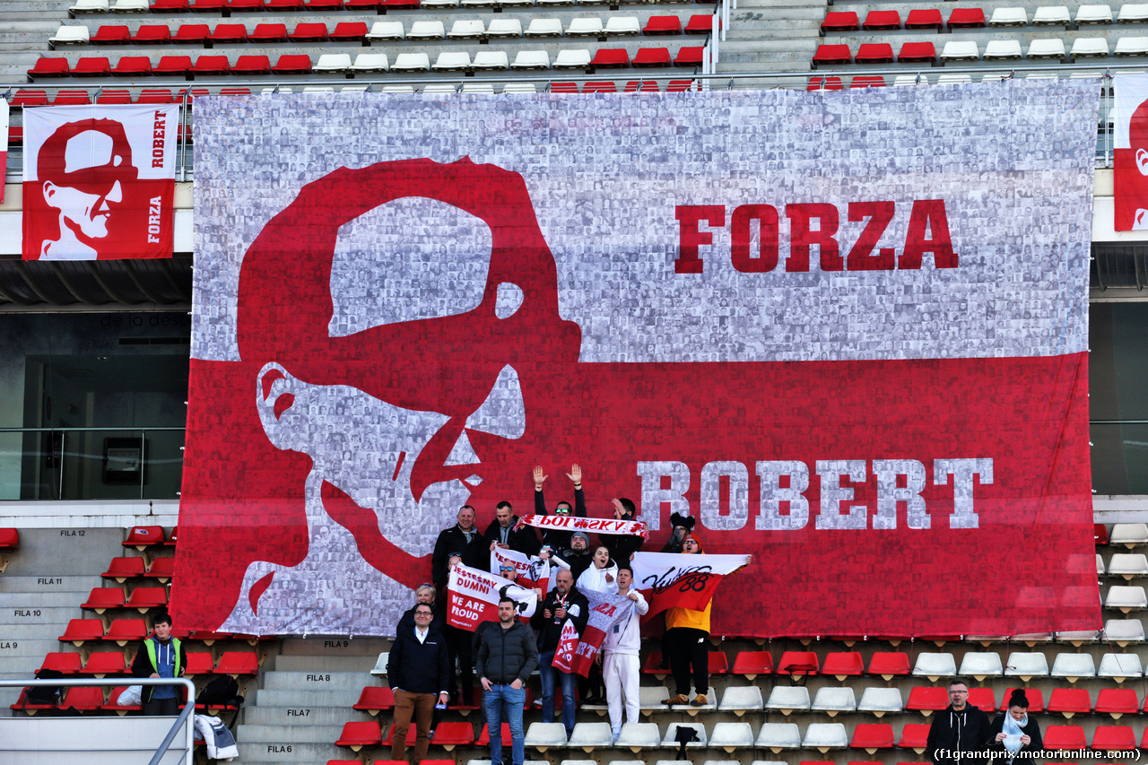 TEST F1 BARCELLONA 21 FEBBRAIO, Robert Kubica (POL) Williams Racing fans in the grandstand. 21.02.2019.