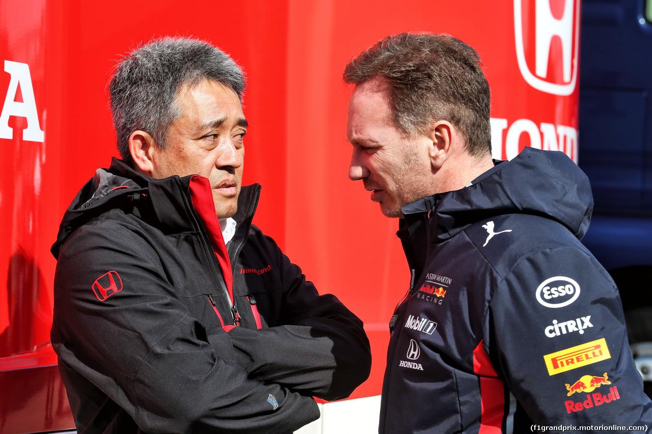 TEST F1 BARCELLONA 21 FEBBRAIO, (L to R): Toyoharu Tanabe (JPN) Honda F1 Technical Director with Christian Horner (GBR) Red Bull Racing Team Principal. 21.02.2019.