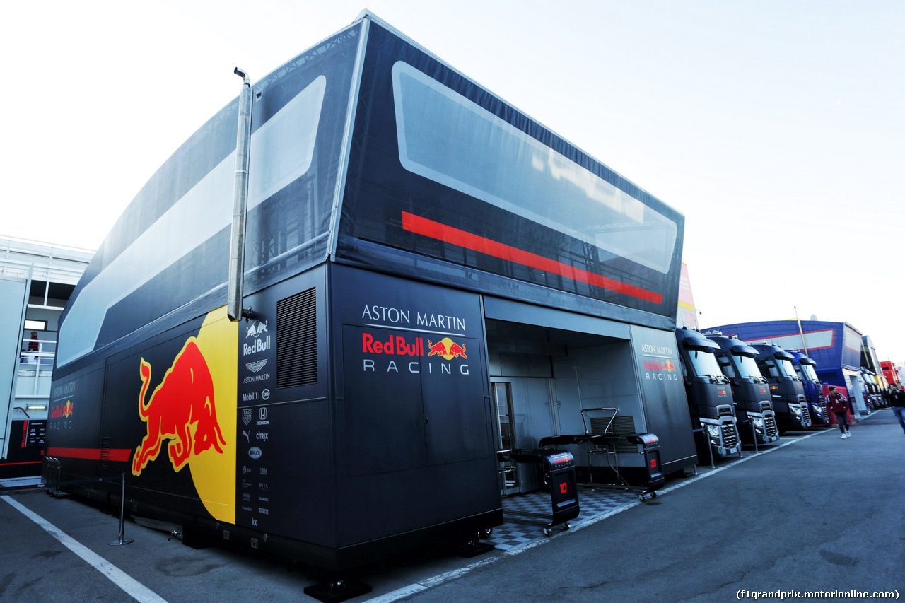TEST F1 BARCELLONA 26 FEBBRAIO, Red Bull Racing tricks in the paddock. 26.02.2019.
