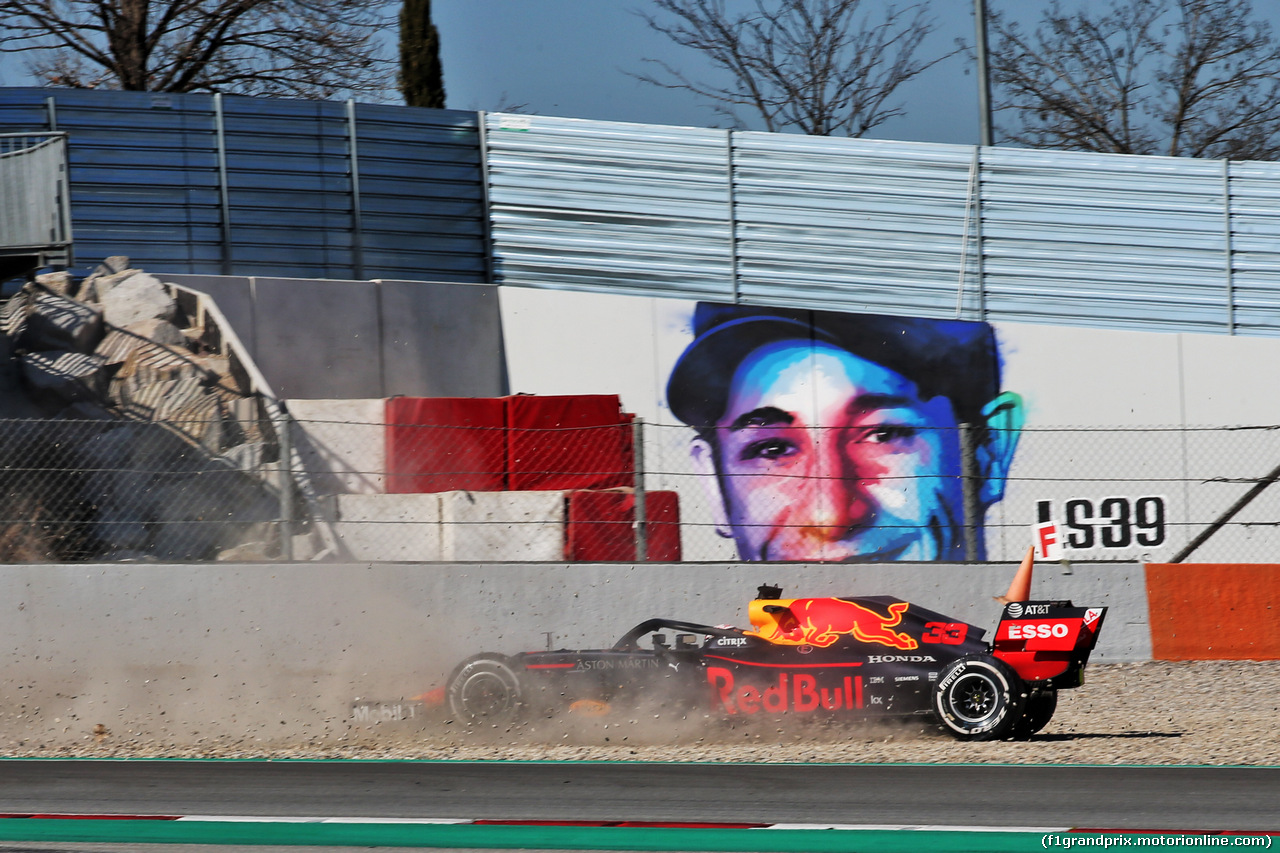TEST F1 BARCELLONA 27 FEBBRAIO, Max Verstappen (NLD) Red Bull Racing RB14 spins. 27.02.2019.