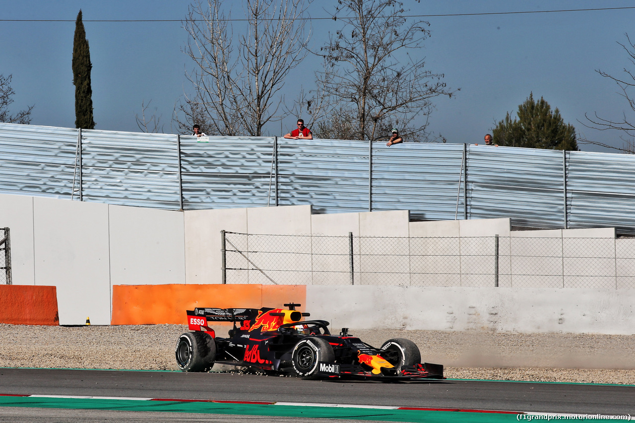 TEST F1 BARCELLONA 27 FEBBRAIO, Max Verstappen (NLD) Red Bull Racing RB14 recovers from a spin. 27.02.2019.
