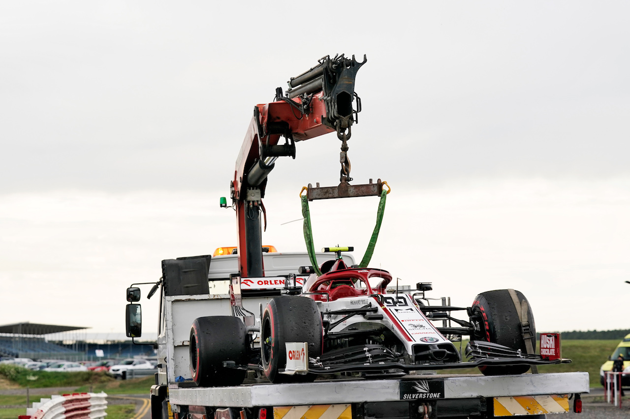 GP 70esimo ANNIVERSARIO, The Alfa Romeo Racing C39 of Antonio Giovinazzi (ITA) Alfa Romeo Racing is recovered back to the pits on the back of a truck in the second practice session.                                07.08.2020. Formula 1 World Championship, Rd 5, 70th Anniversary Grand Prix, Silverstone, England, Practice Day. - www.xpbimages.com, EMail: requests@xpbimages.com © Copyright: Dungan / XPB Images