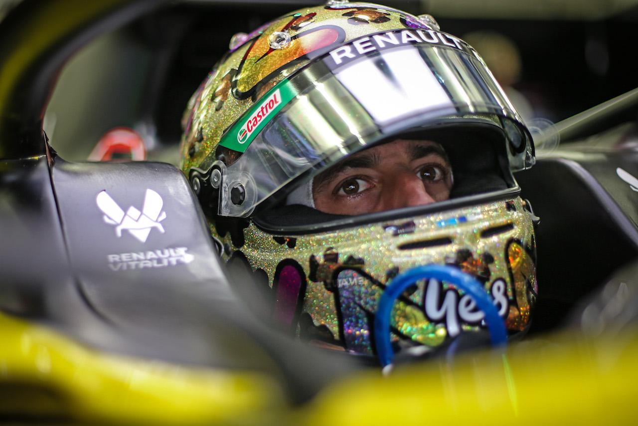 GP BAHRAIN, Daniel Ricciardo (AUS) Renault F1 Team RS20. 28.11.2020. Formula 1 World Championship, Rd 15, Bahrain Grand Prix, Sakhir, Bahrain, Qualifiche Day. - www.xpbimages.com, EMail: requests@xpbimages.com © Copyright: Charniaux / XPB Images