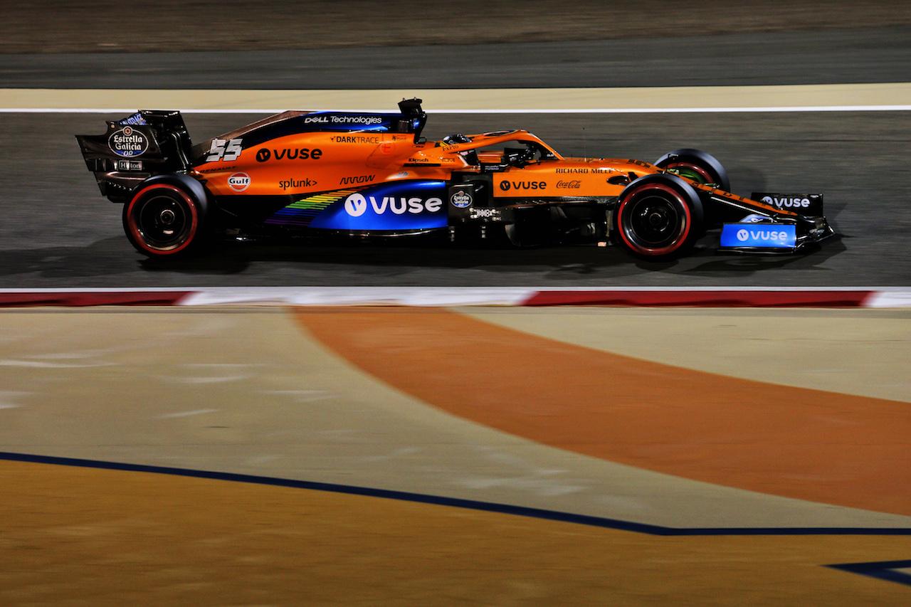 GP BAHRAIN, Carlos Sainz Jr (ESP) McLaren MCL35. 27.11.2020. Formula 1 World Championship, Rd 15, Bahrain Grand Prix, Sakhir, Bahrain, Practice Day - www.xpbimages.com, EMail: requests@xpbimages.com © Copyright: Moy / XPB Images