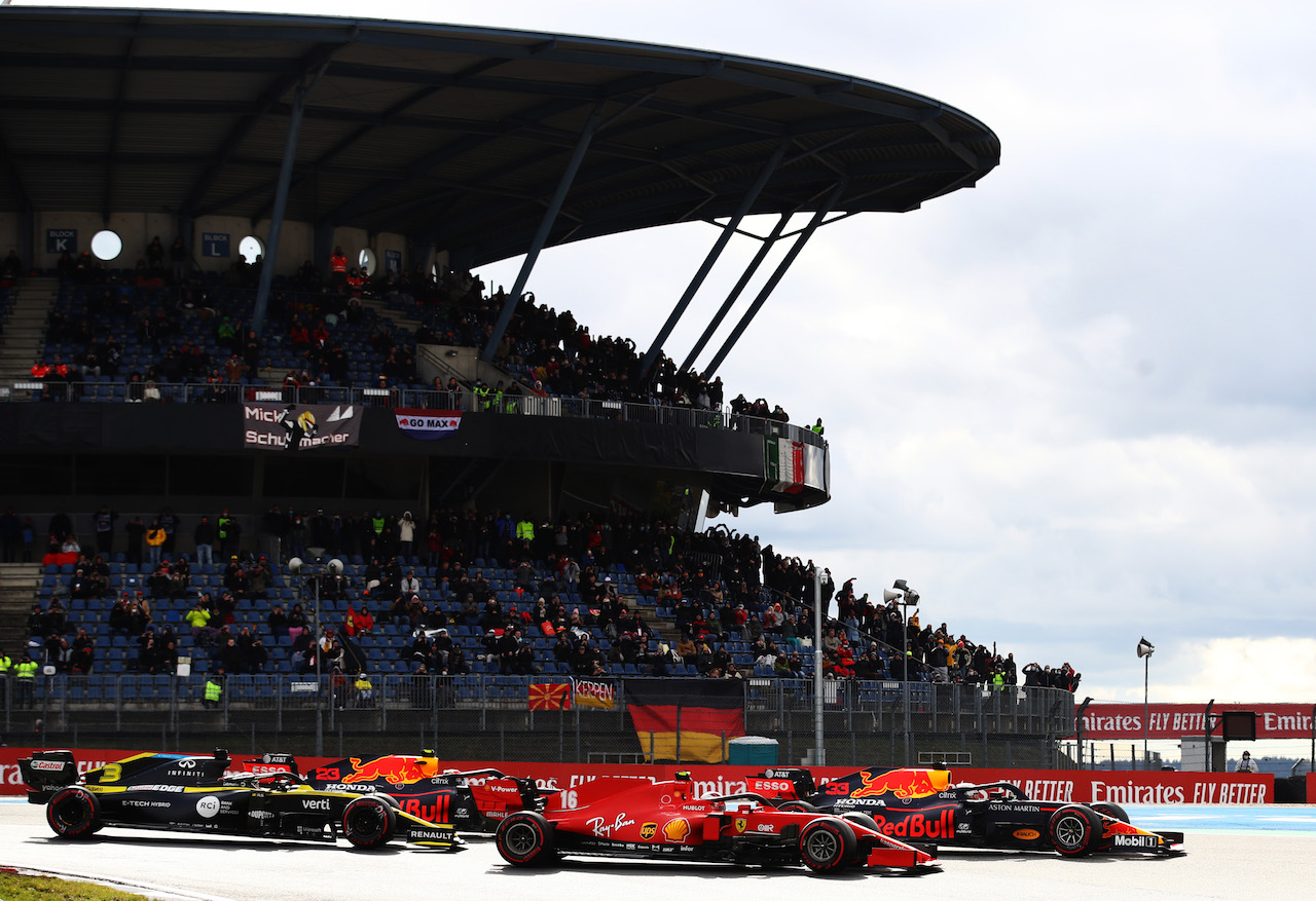 GP EIFEL, Max Verstappen (NLD) Red Bull Racing RB16 e Charles Leclerc (MON) Ferrari SF1000 at the partenza of the race.